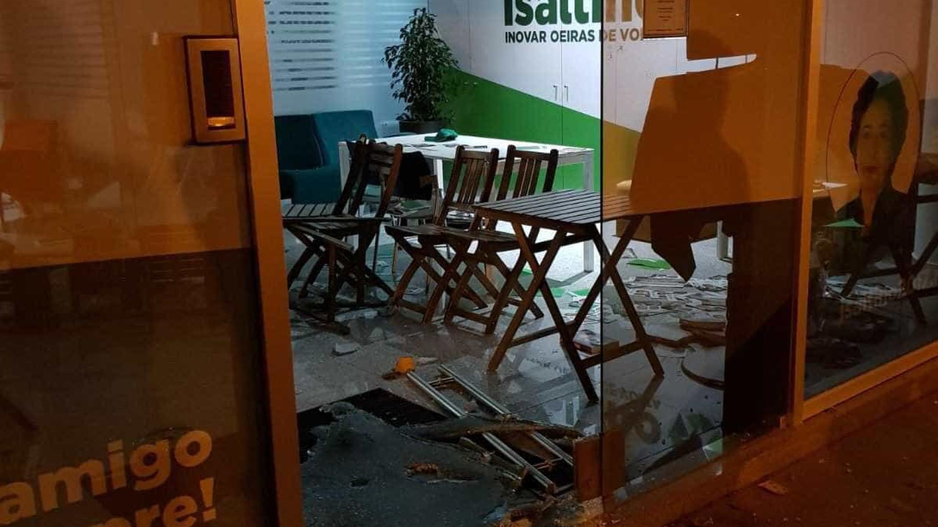 Facebook de Isaltino Morais ignora vandalização da sede (com vídeo)