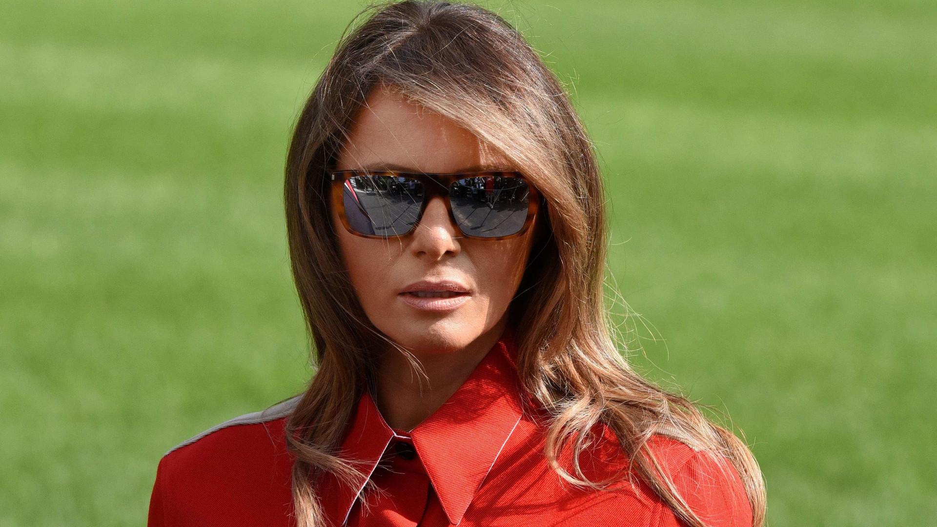 Notícias ao Minuto - Look de Melania Trump volta a fazer furor na ... 48d78b58ee5
