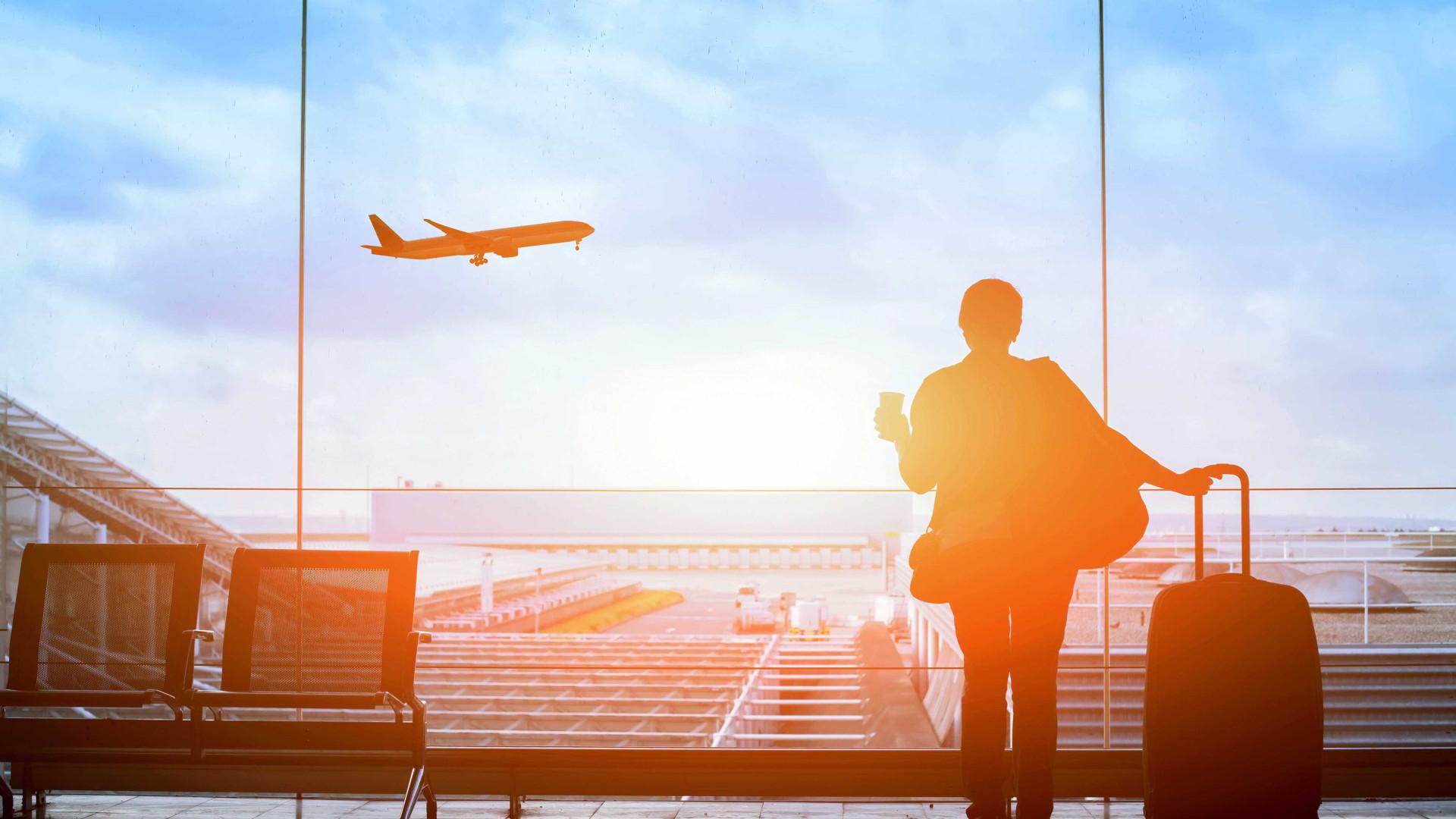 Na Sicília, pai abandonou menor no aeroporto...e foi de férias