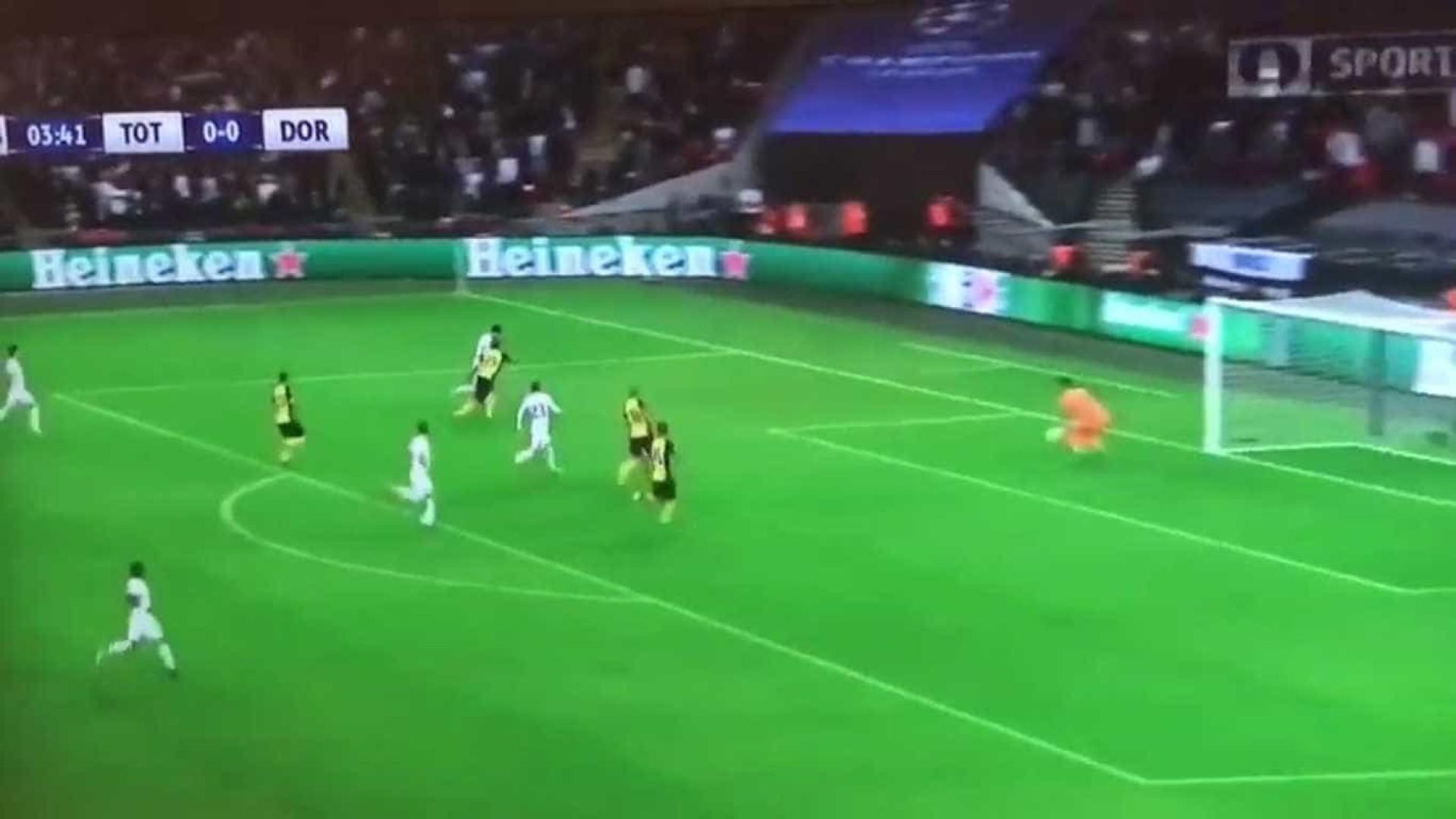 Son Heung Min vira 'gazela' e marca um excelente golo