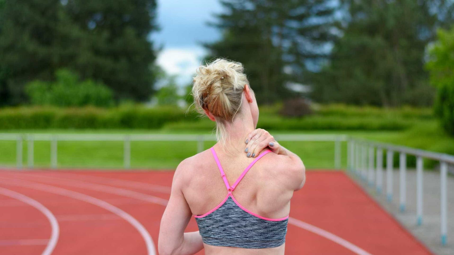 Eis por que fica com dores no pescoço e nos ombros depois de correr
