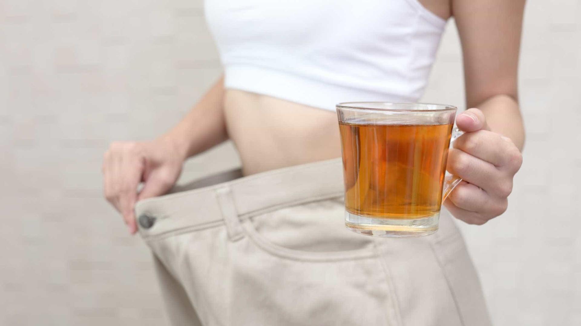 Conhece os riscos de tomar chás para emagrecer?