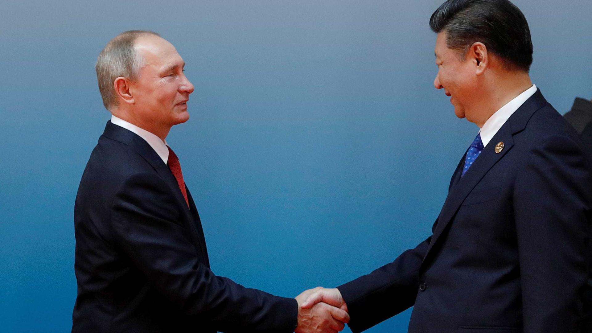 Navios chineses partem para exercícios militares conjuntos com a Rússia