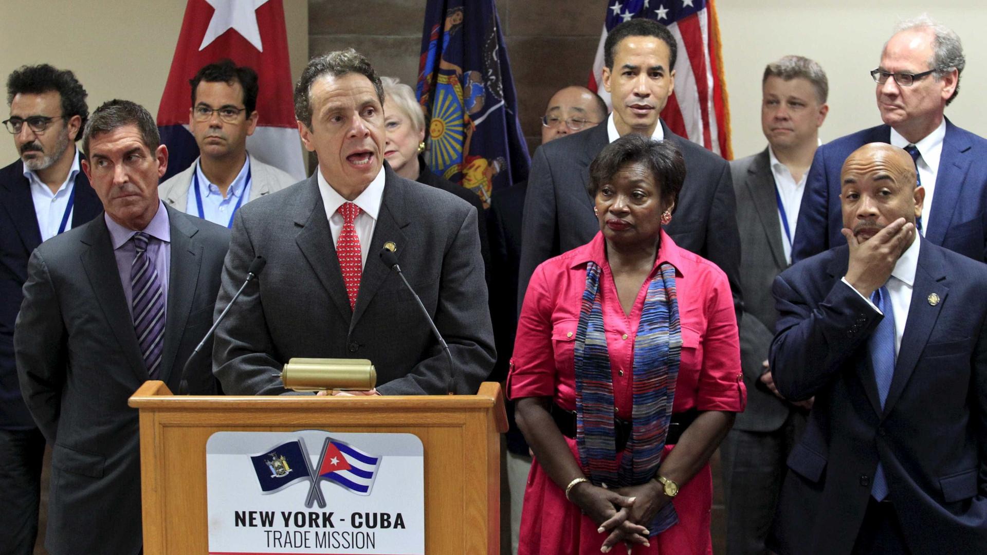 Andrew Cuomo proíbe agências estaduais de inquirir estatuto migratório