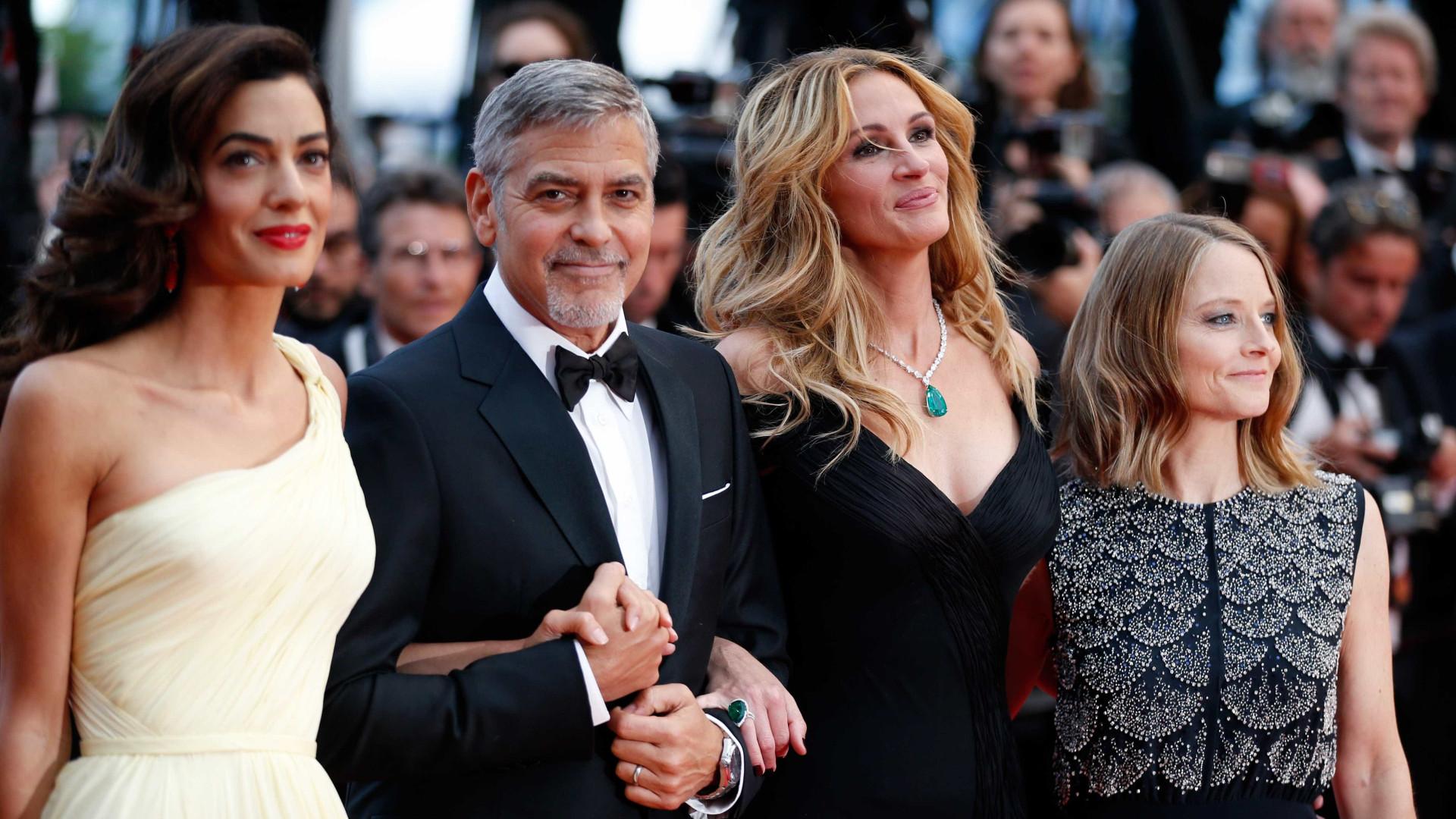 """Julia Roberts elogia casal Clooney: """"São ótimos pais"""""""