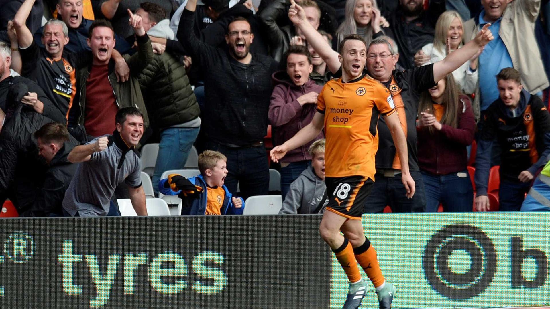 Wolverhampton sobe a segundo no Championship com 'bis' de Diogo Jota