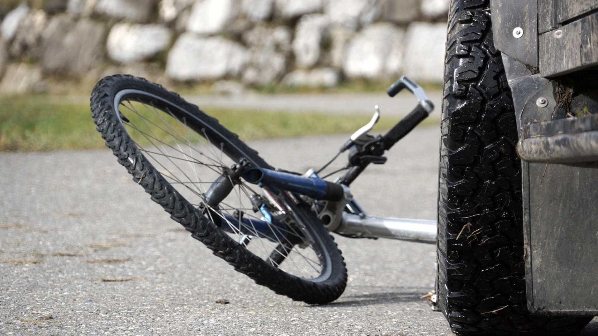 Ciclista morre atropelado no Algarve. Condutor fugiu do local