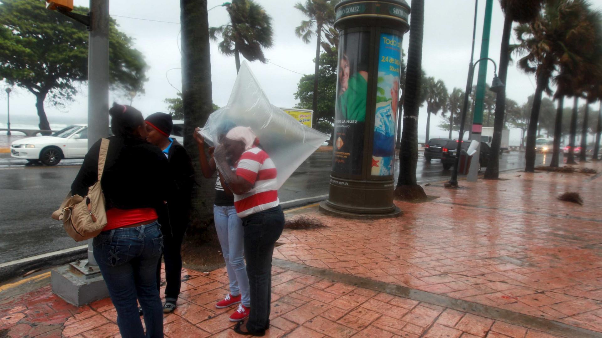 """População da Dominica """"perdeu tudo o que podia ter perdido"""" com furacão"""