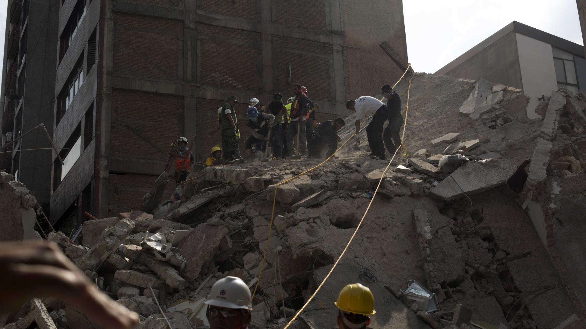 México. Aumentou para 273 número de vítimas do sismo