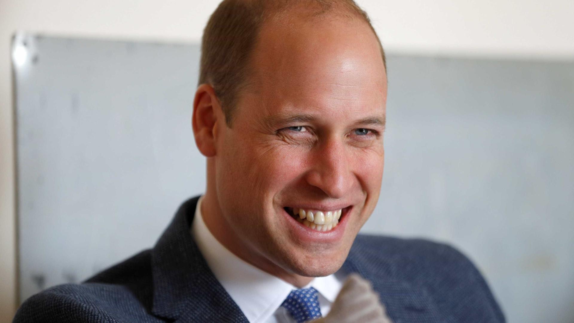 Príncipe William revela sentido de humor sobre a sua falta de cabelo