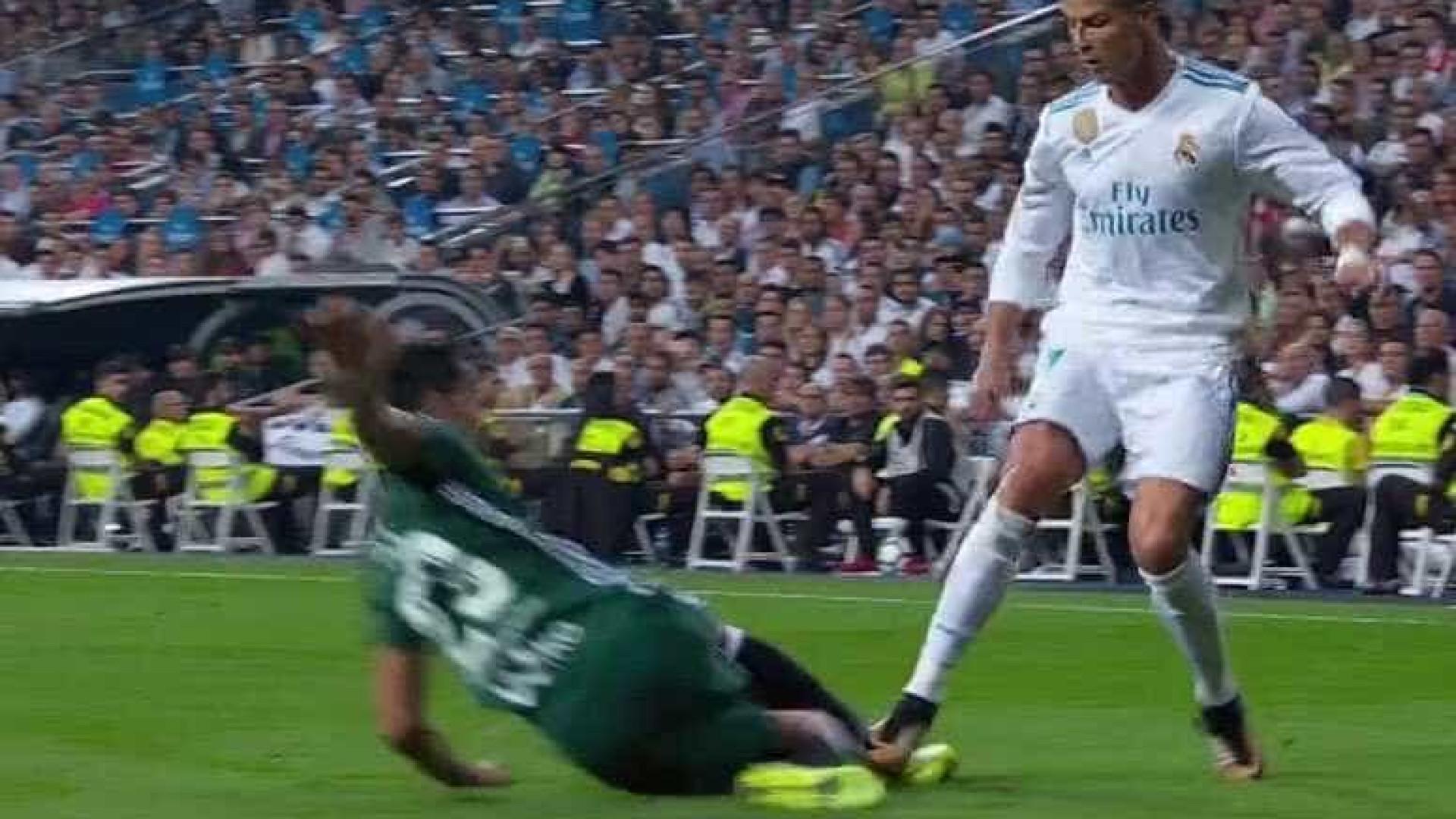 Espanhóis dizem que Ronaldo deveria ter sido expulso neste lance