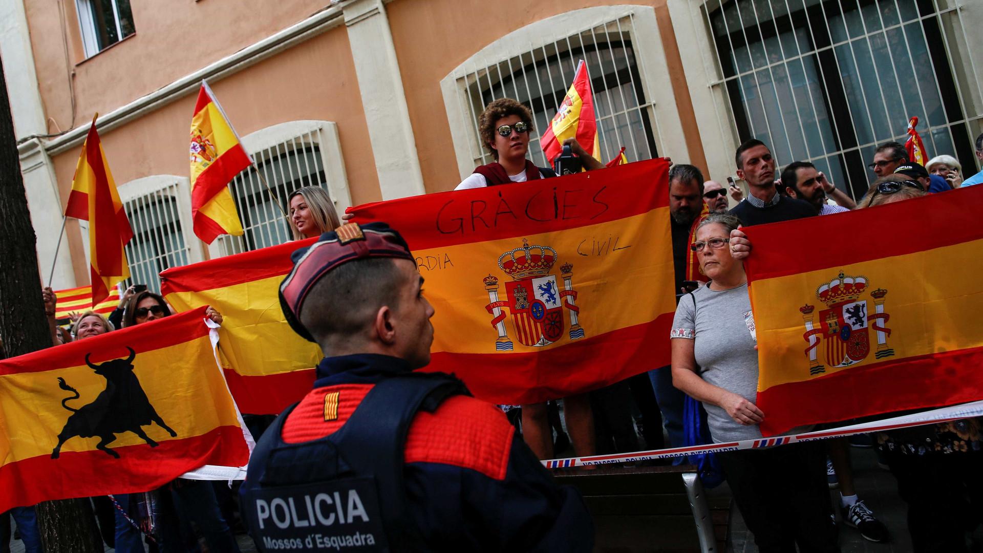 Cerca de 20 mil pessoas em protesto contra a Guardia Civil em Barcelona