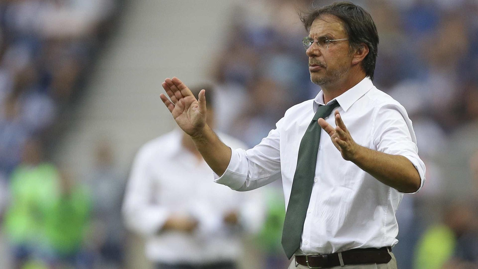Vítor Oliveira quer pontual no Dragão