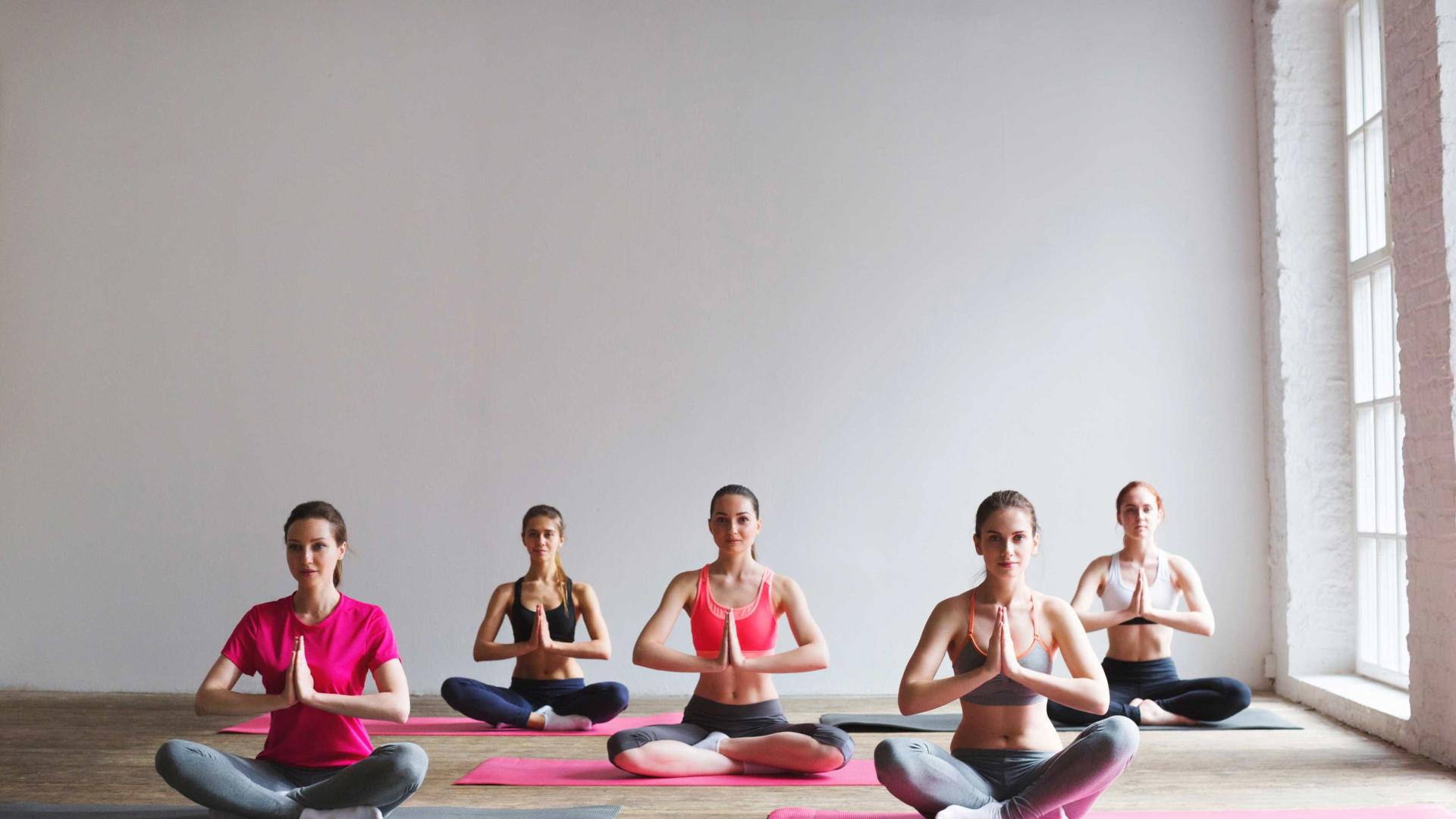 Yoga melhora o sono de pacientes com cancro