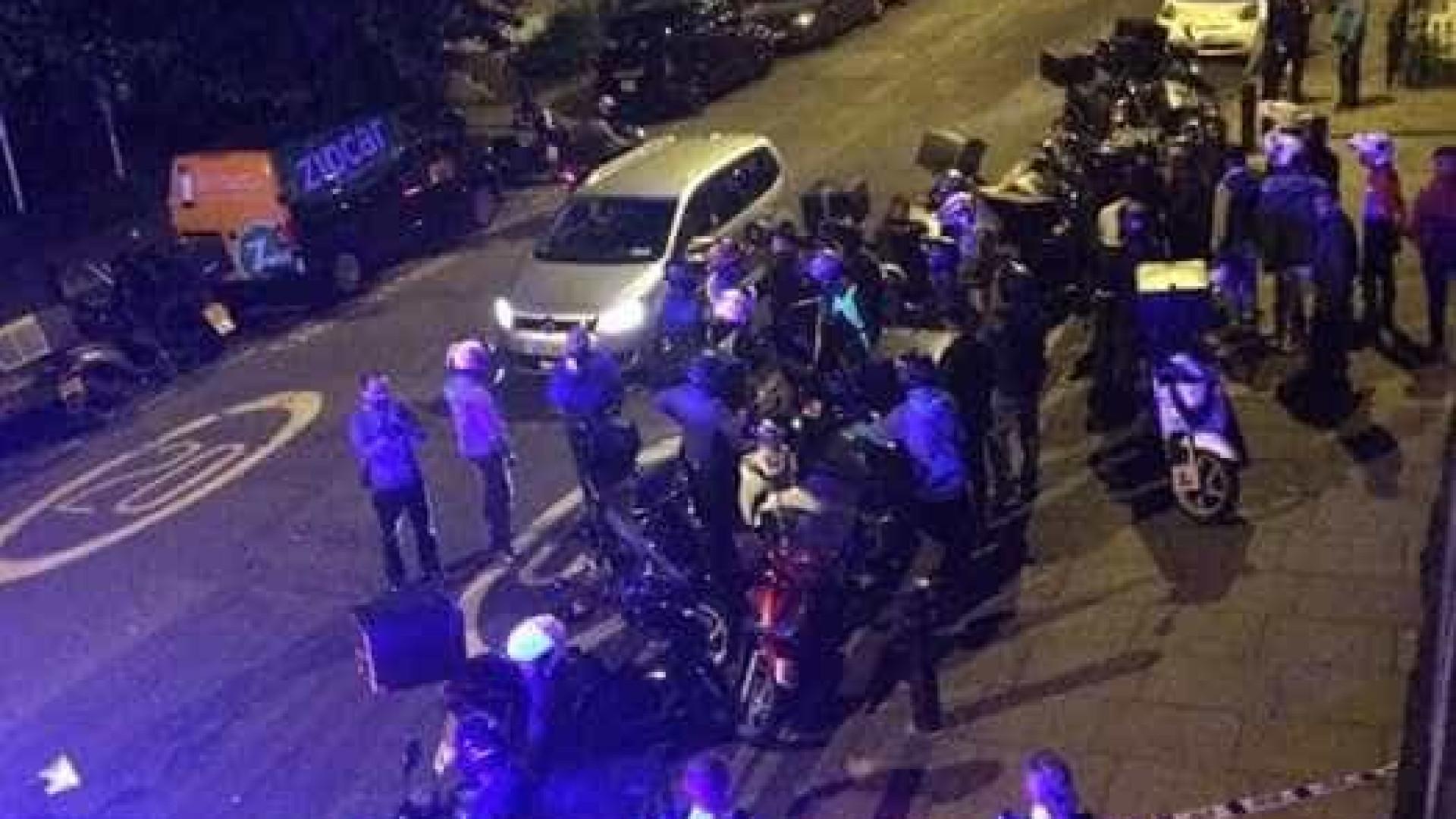 Pessoas são atingidas por substância nociva em Londres