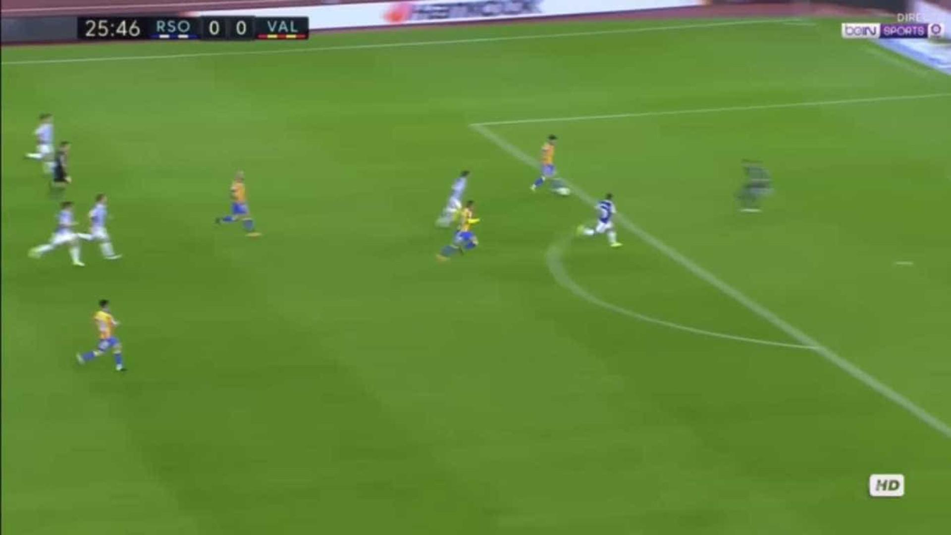 Ao estilo de 'Messi', Gonçalo Guedes assiste para golo de Rodrigo