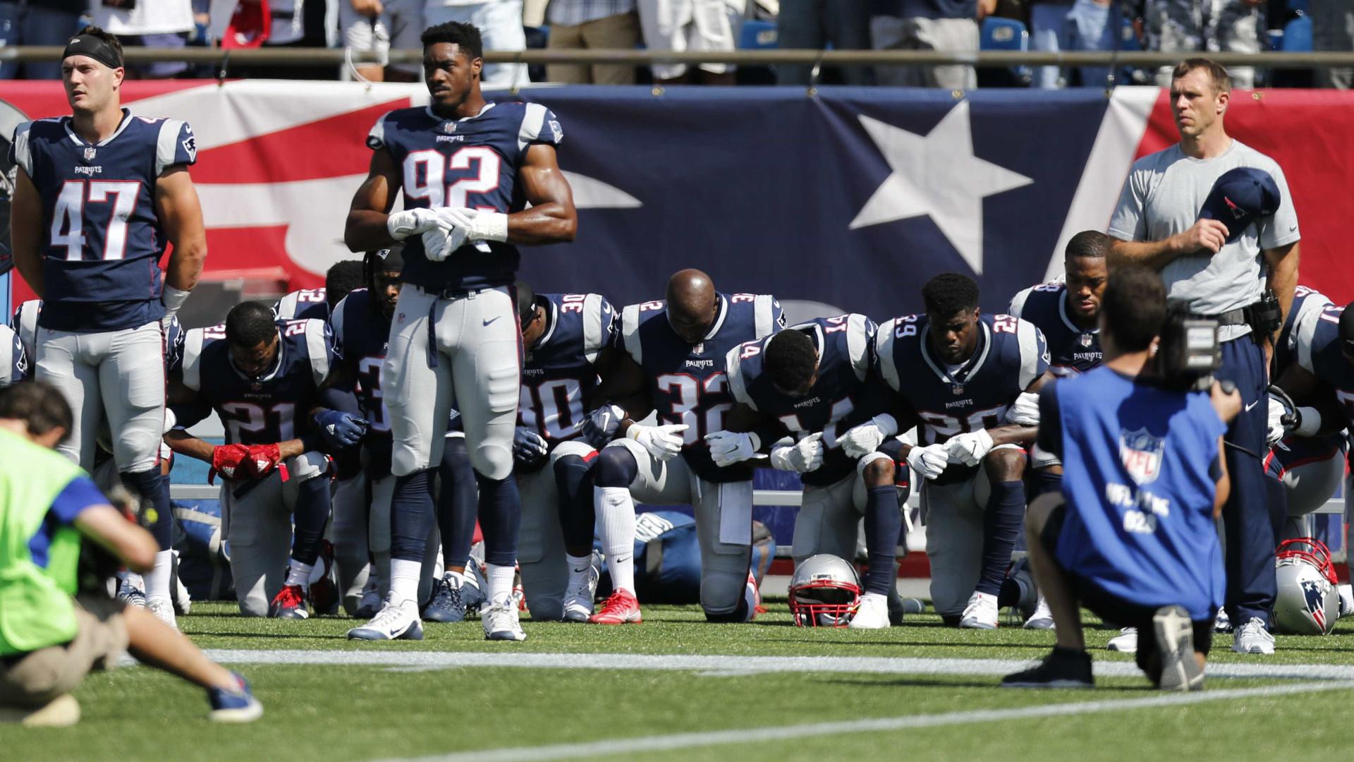 Futebol norte-americano desafia Trump e jogadores ajoelham durante o hino