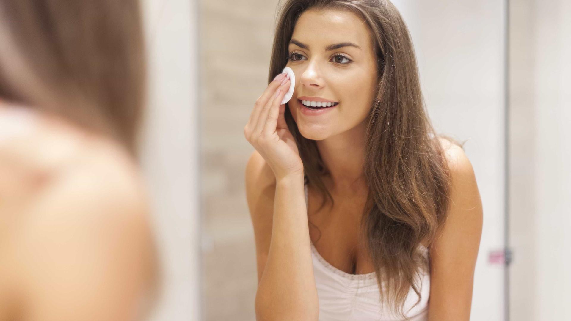 Erros que comete ao limpar a pele e que promovem o envelhecimento