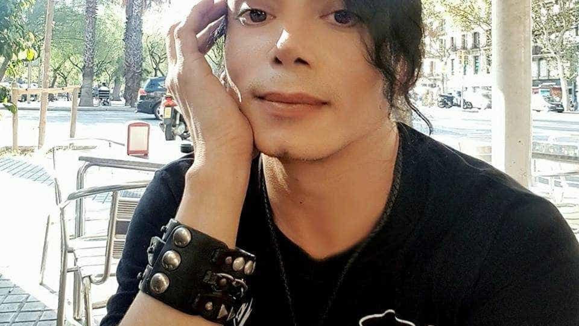 Sósia de Michael Jackson gera teoria de que 'rei da Pop' pode estar vivo