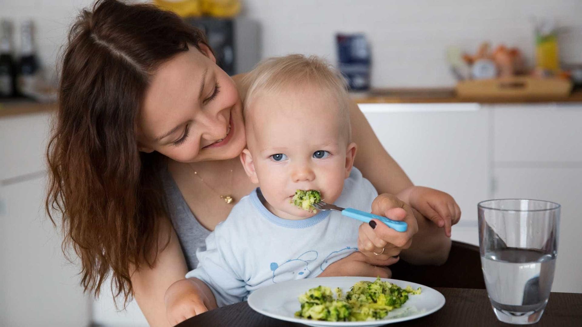 Prós e contras de criar uma criança vegan