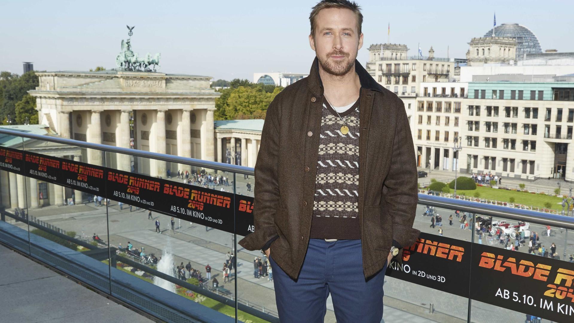 O mistério por trás do fio de Ryan Gosling. É capaz de ficar comovido