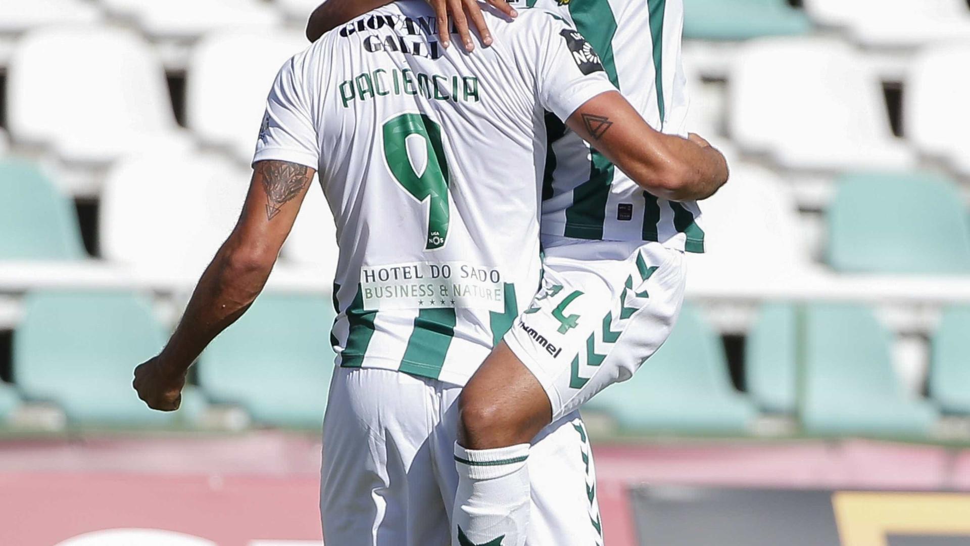 João Amaral apanha Bruno Fernandes sob o olhar de Sporting e Benfica