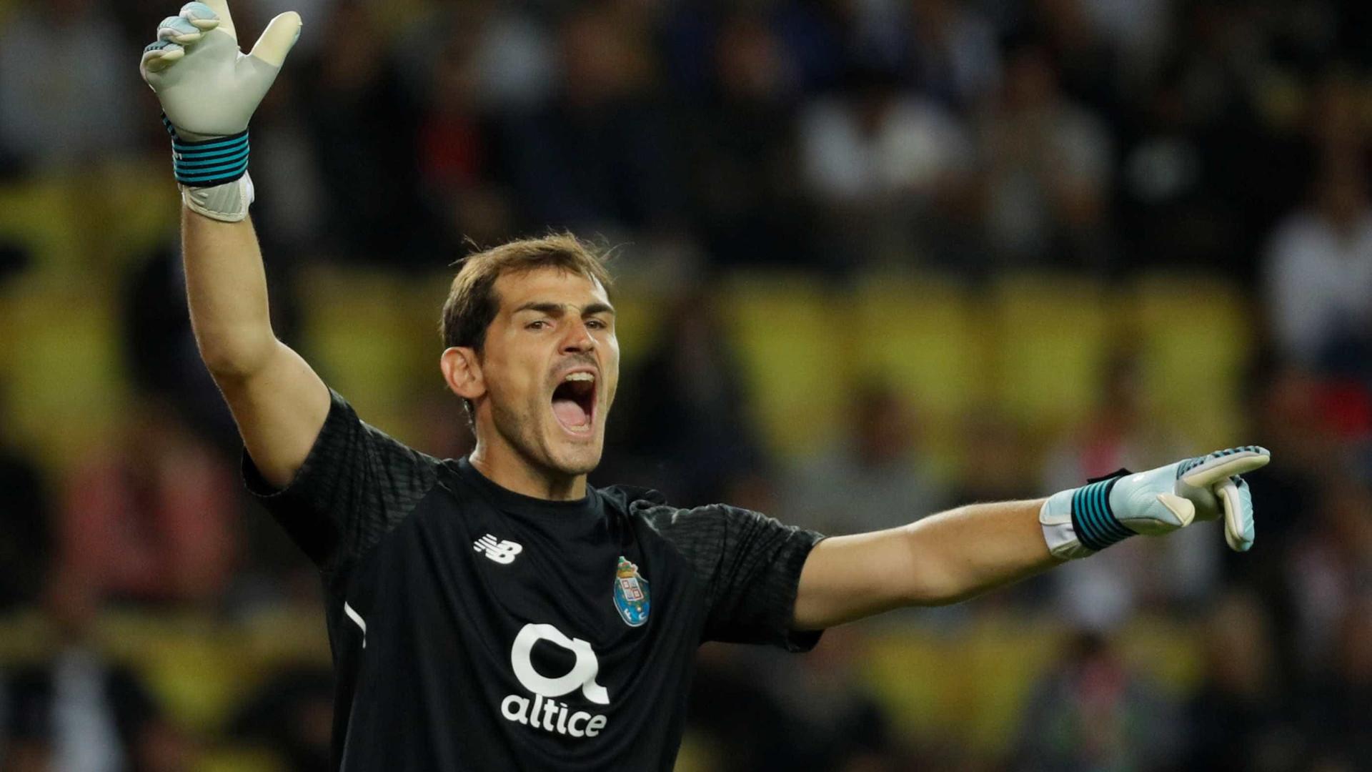 "Casillas admite ""contactos"" para deixar o FC Porto"