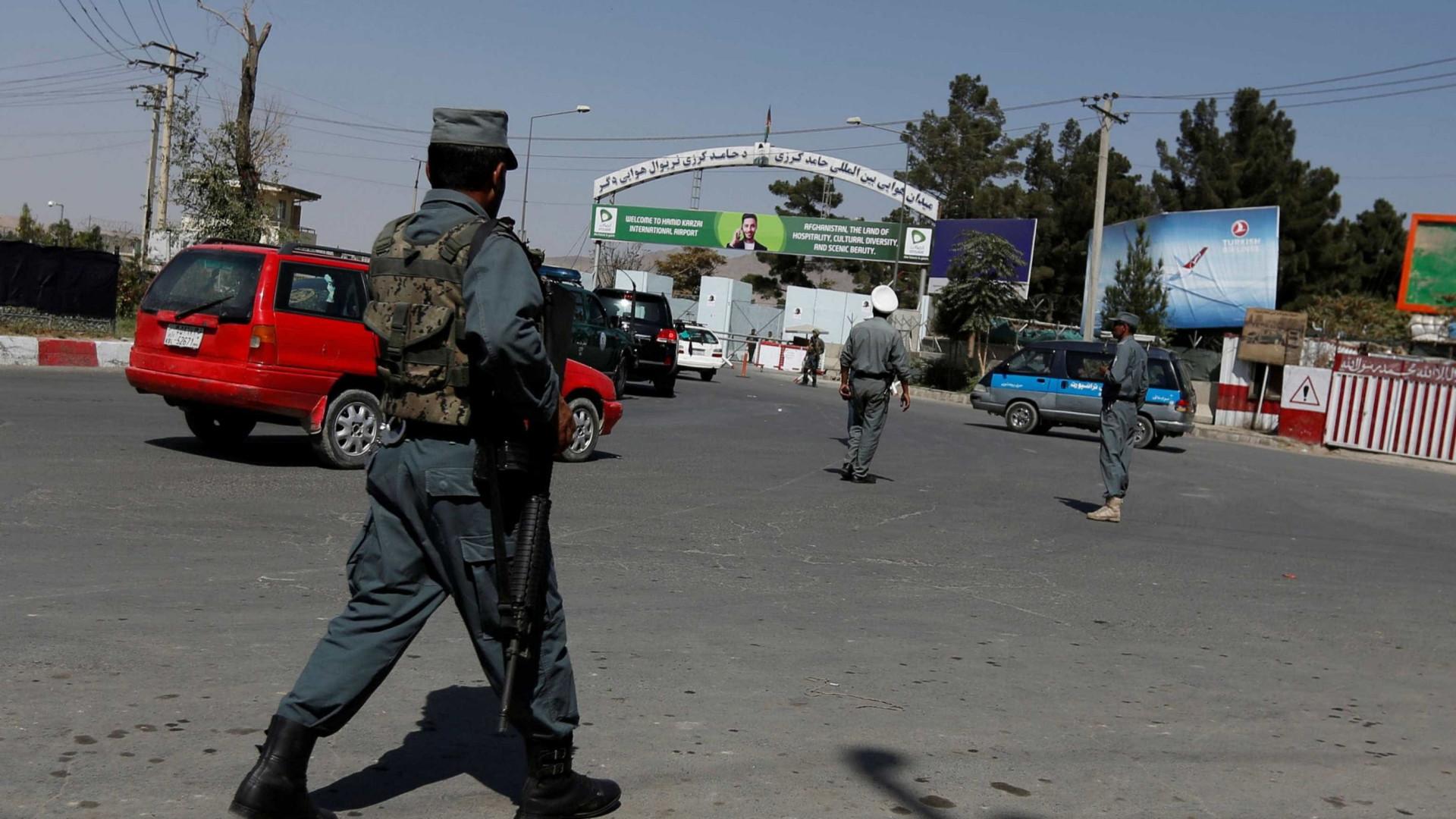 Talibãs atacam postos militares, 18 soldados mortos e 10 sequestrados