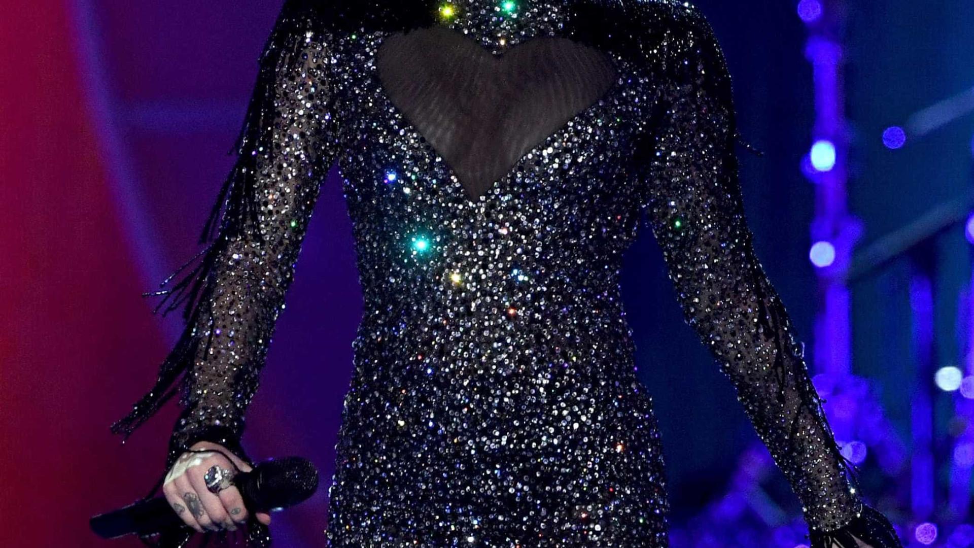 Miley Cyrus surpreende vítima de Las Vegas com mensagem especial