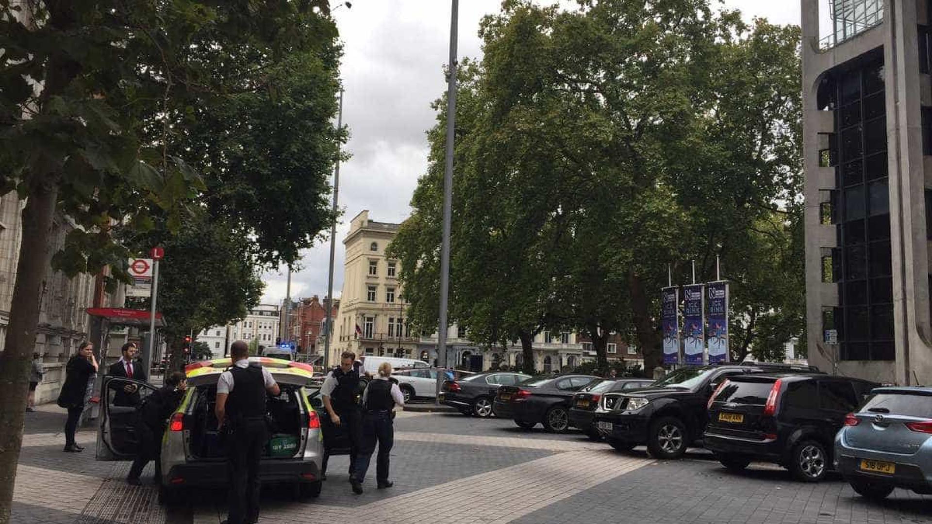 Atropelamento em frente a museu deixa 11 feridos em Londres