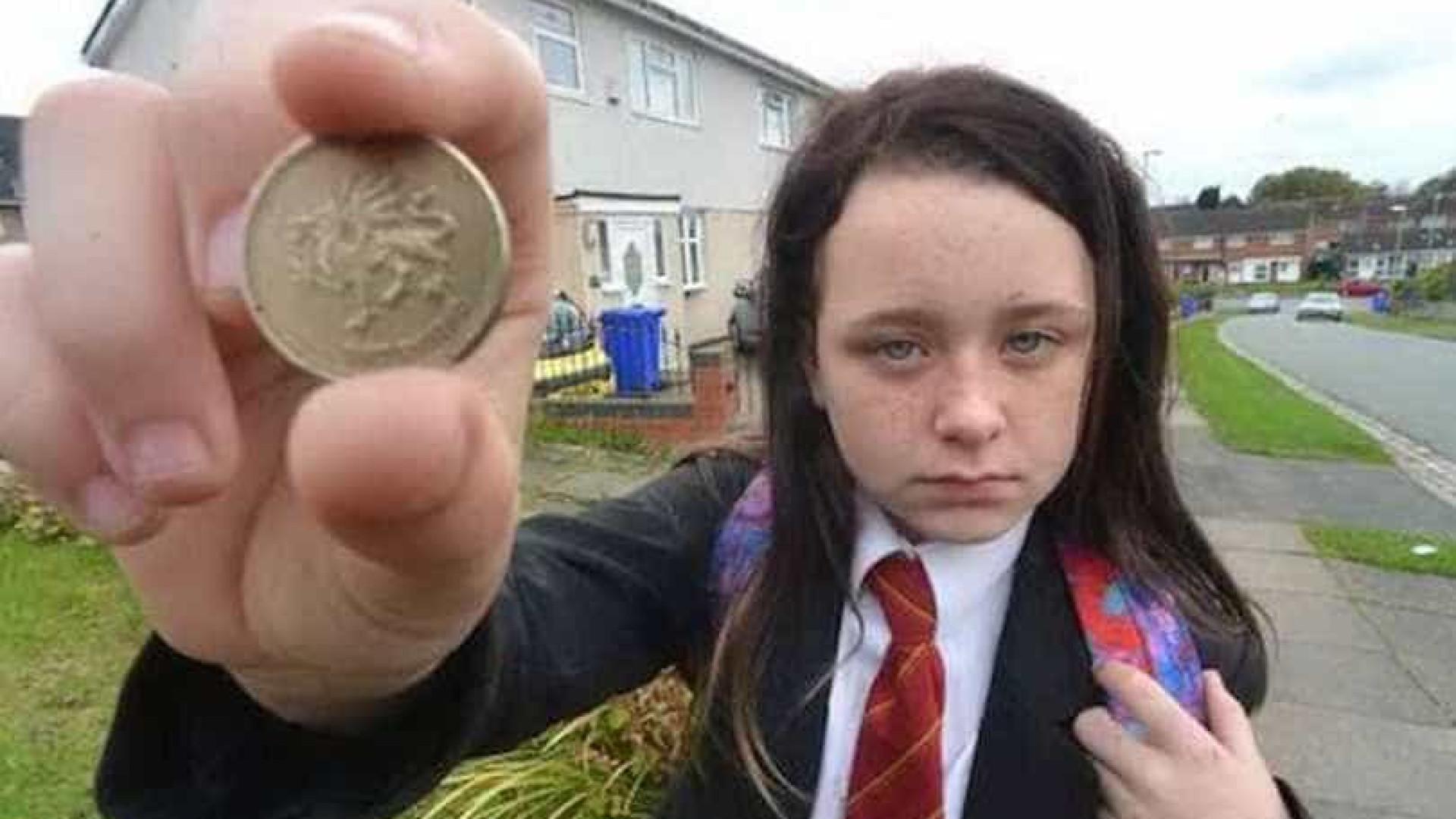 Adolescente expulsa de autocarro por pagar com moeda antiga