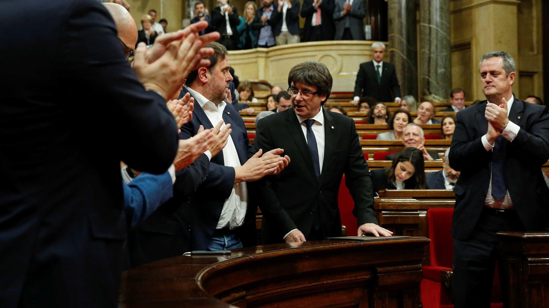 """Puigdemont suspende declaração de independência. """"Para chegar a acordo"""""""
