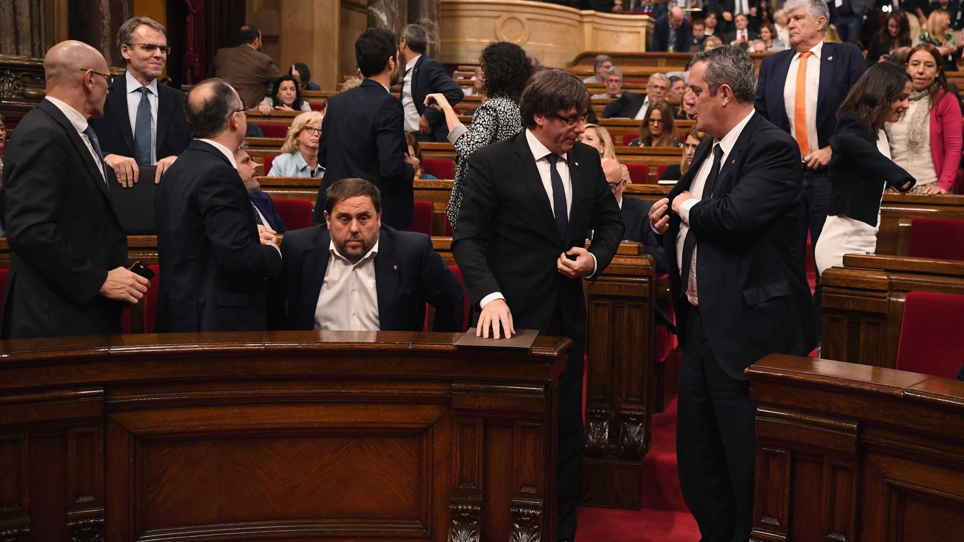 Separatistas alertam que intervenção de Madri na Catalunha enfrentará 'desobediência civil'