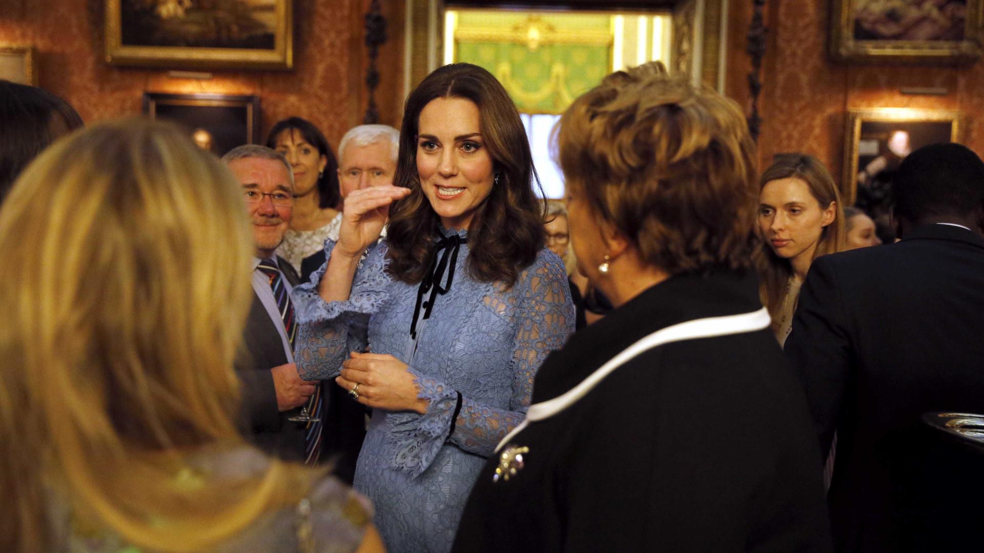 Duquesa Kate faz primeira aparição em público desde revelação de gravidez