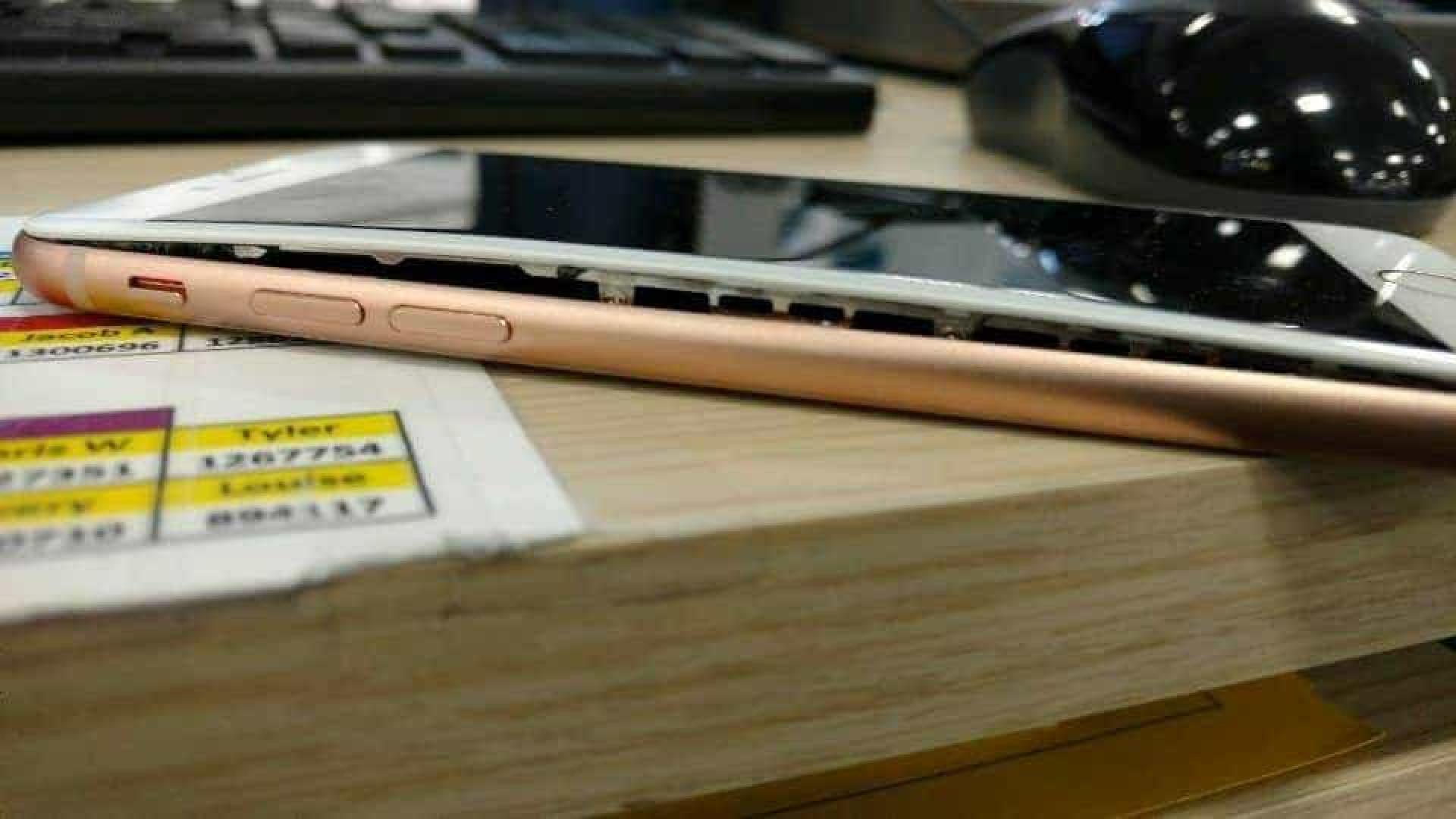 Há cada vez mais iPhone 8 a 'incharem'. Agora também nos EUA