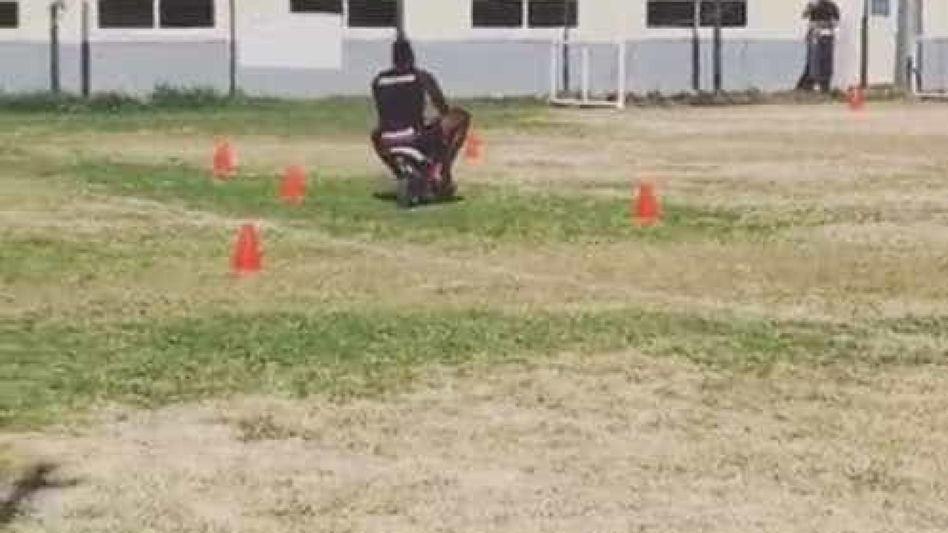 Balotteli volta a agitar redes sociais: Uma corrida de mini motos
