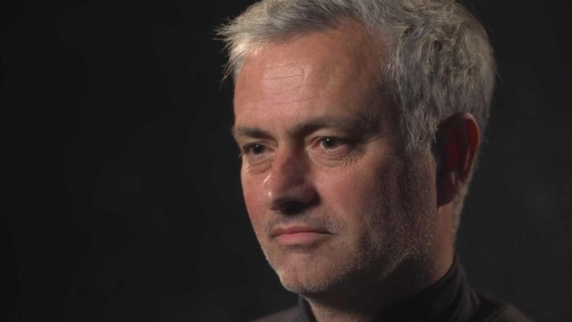 """Emocionado, Mourinho recorda o pai: """"Era uma pessoa de emoções fortes"""""""