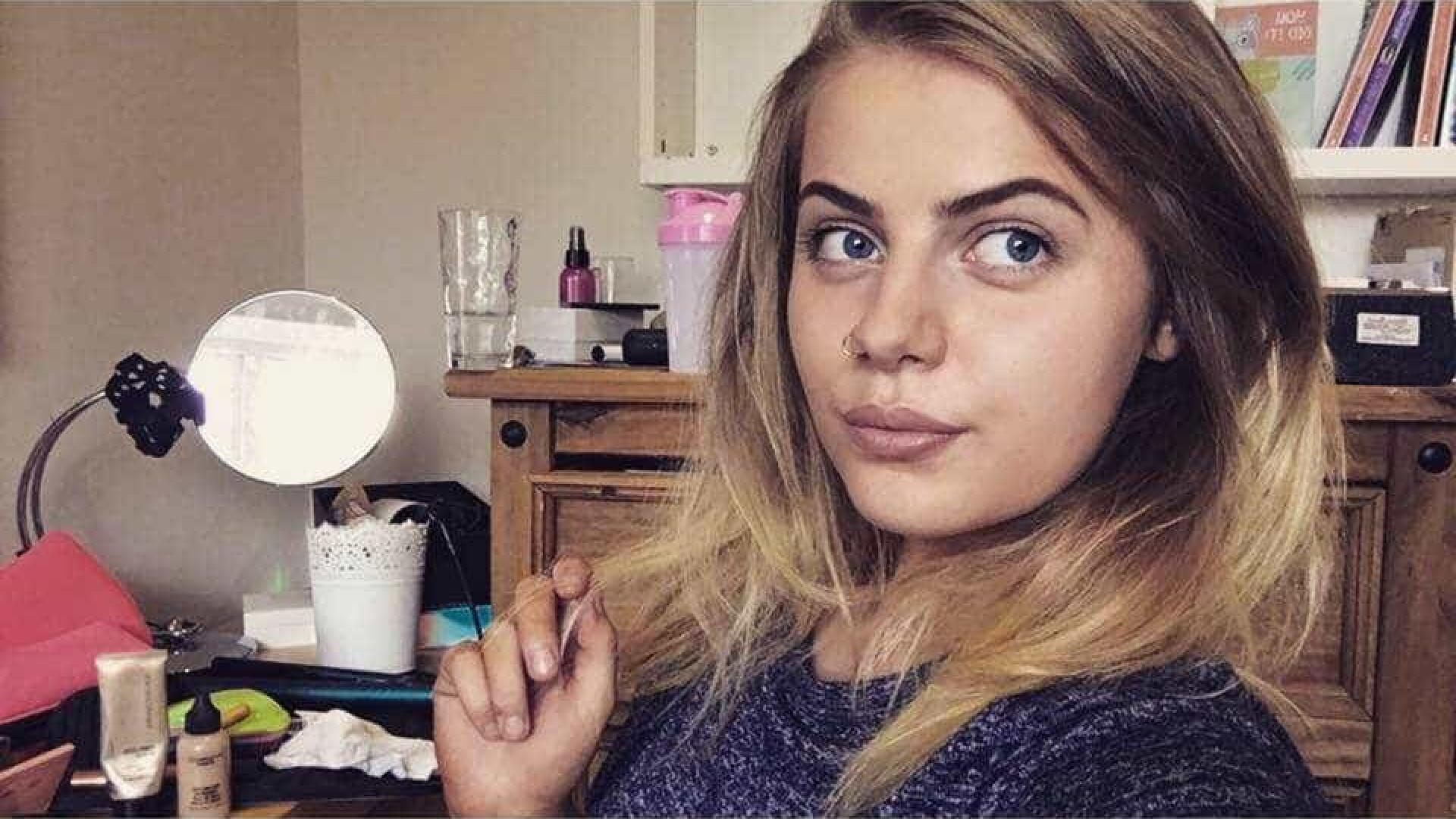 Adolescente descobre que está grávida horas antes de dar à luz