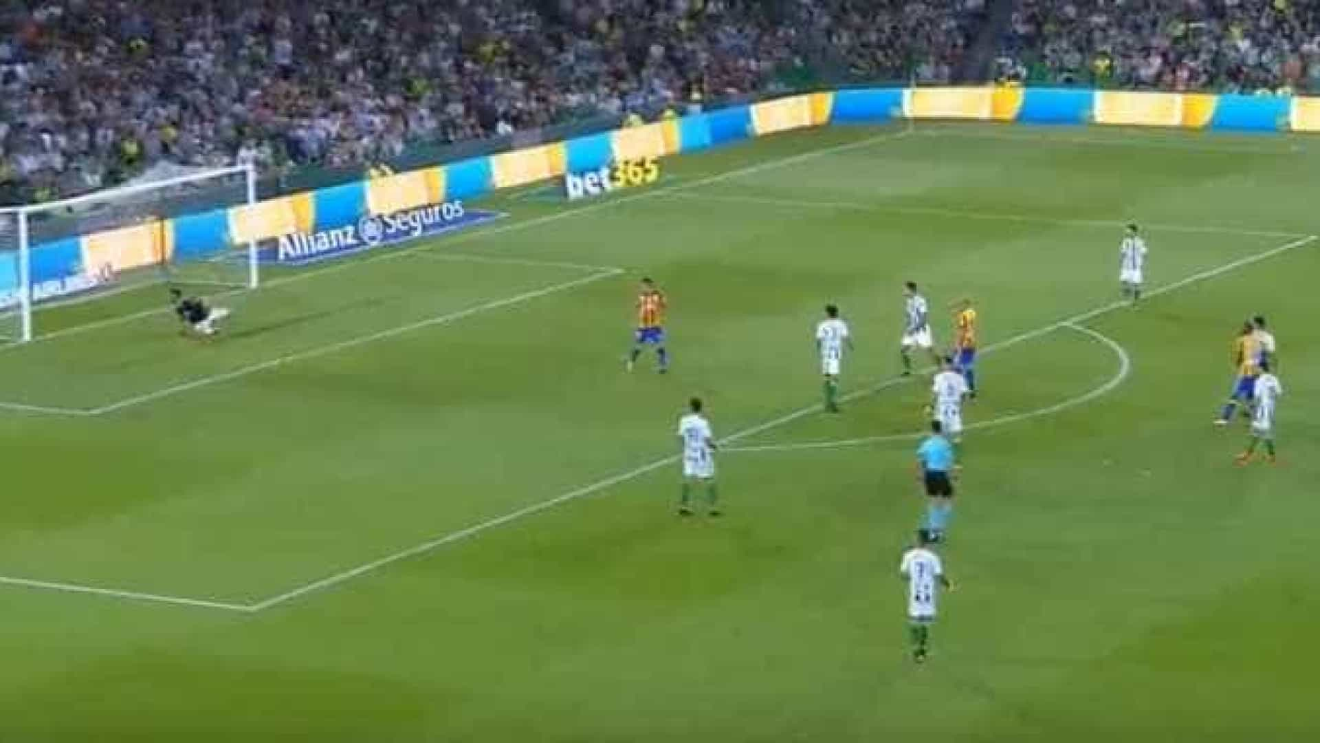 Primeiro golo de Gonçalo Guedes pelo Valencia é para ver... e rever