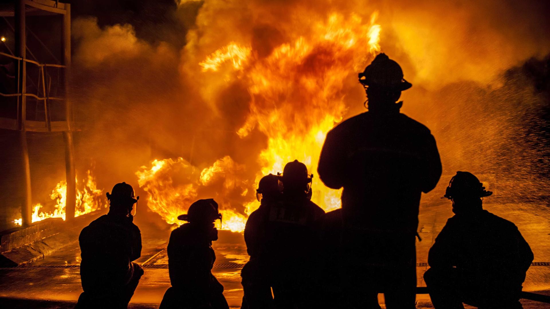 500 fogos, 31 mortos, estado de calamidade e ministra não se demite