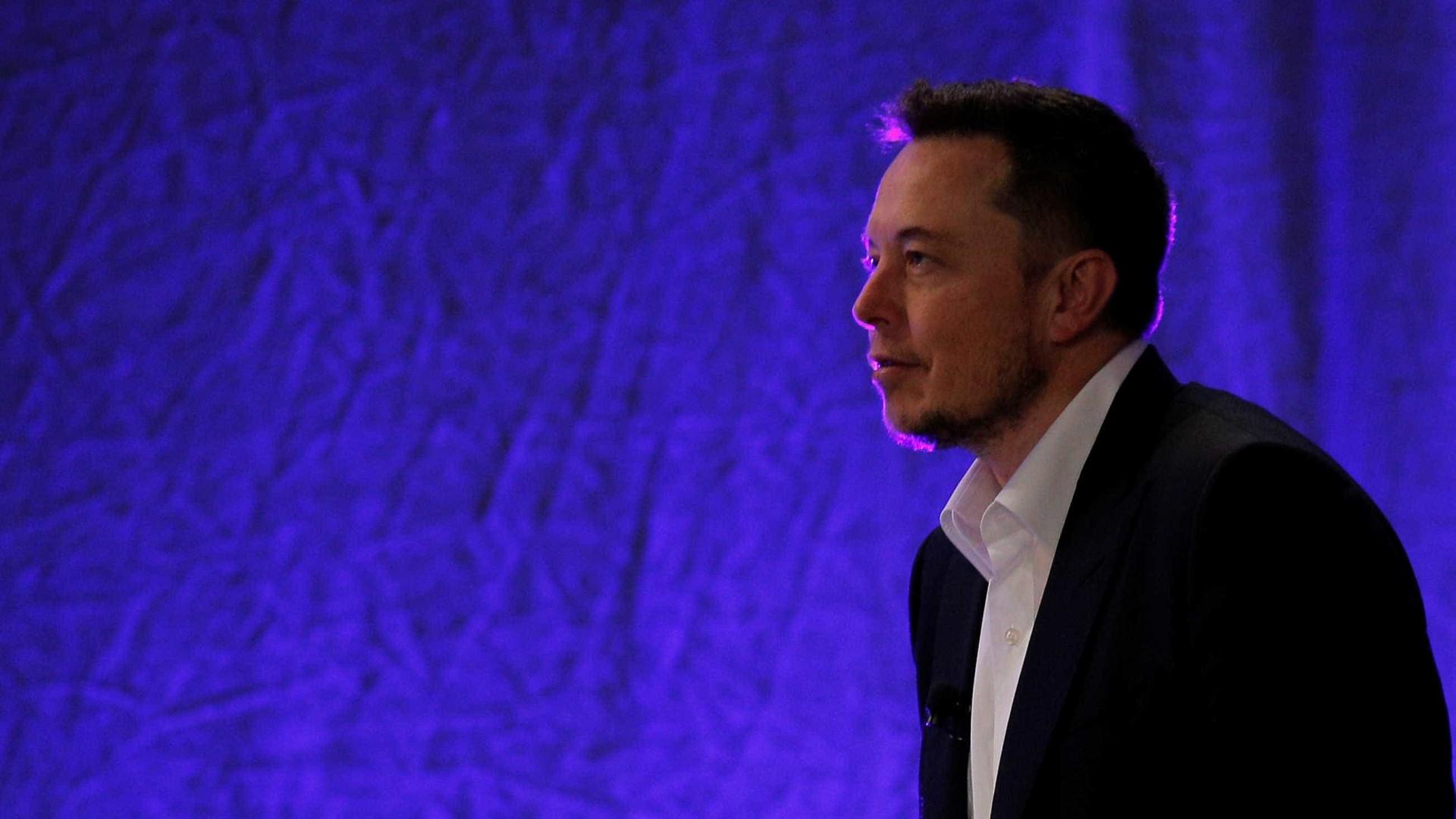 Tesla demite centenas de funcionários após análise de performance
