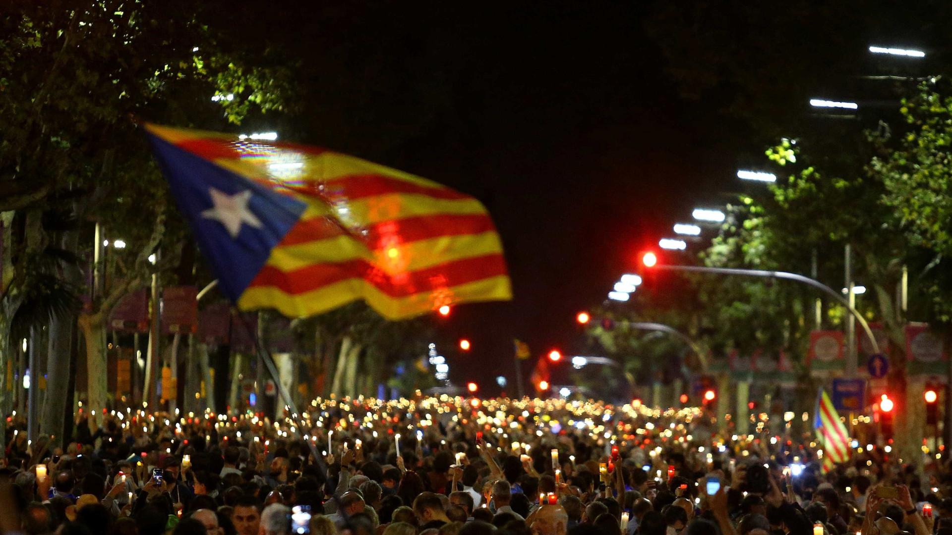 Barcelona: Manifestação junta 200 mil contra detenção de independentistas