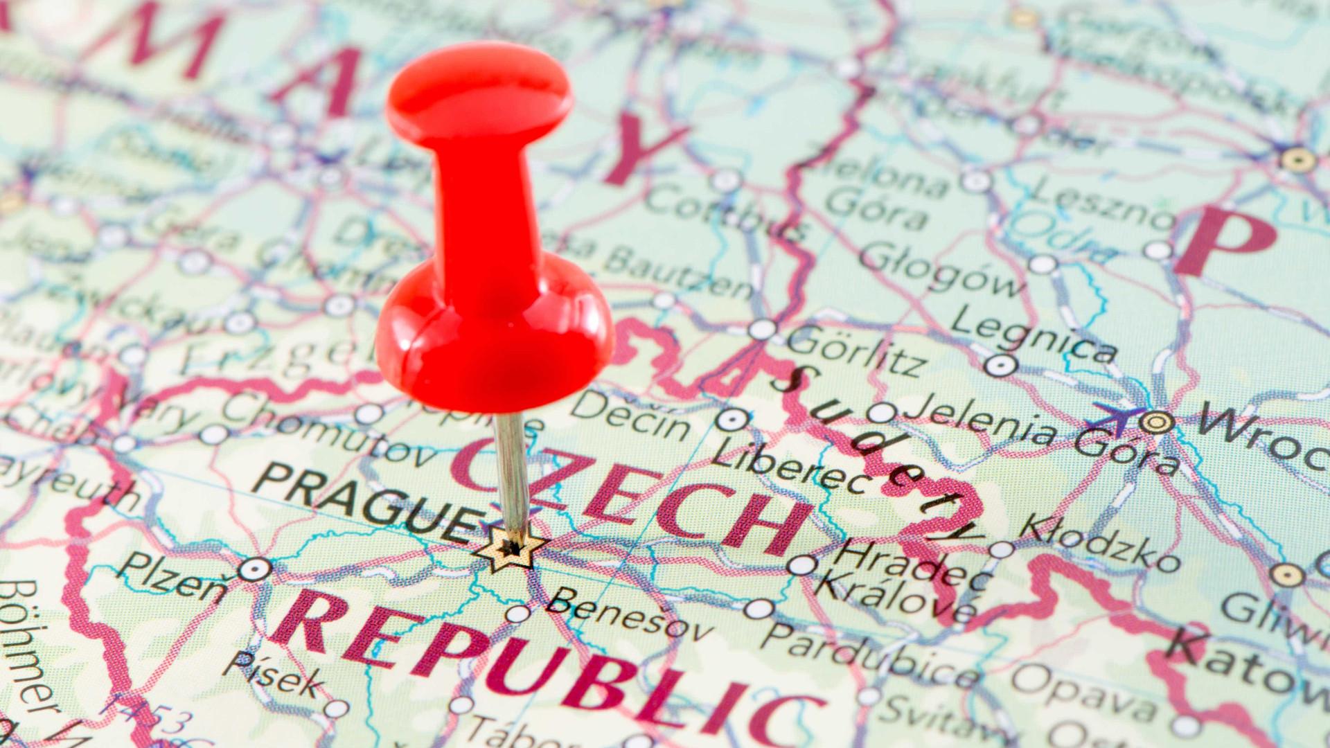 Urnas abertas no segundo dia de presidenciais na República Checa