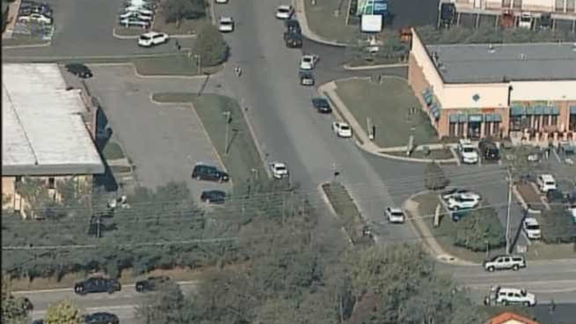 Três mortos em tiroteio dentro de empresa. Atirador em fuga