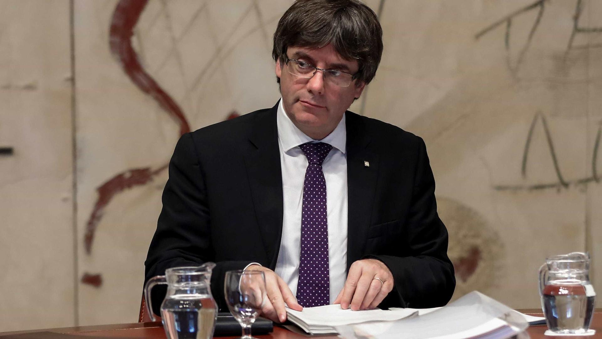 Puigdemont prepara fórmula para ter governos em Barcelona e Bruxelas