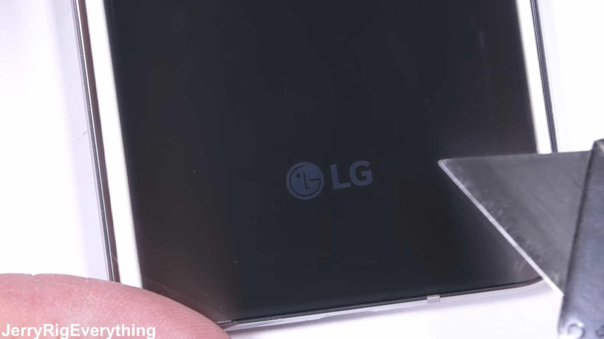 O LG V30 tem impressionado mas será que é resistente? Veja o vídeo