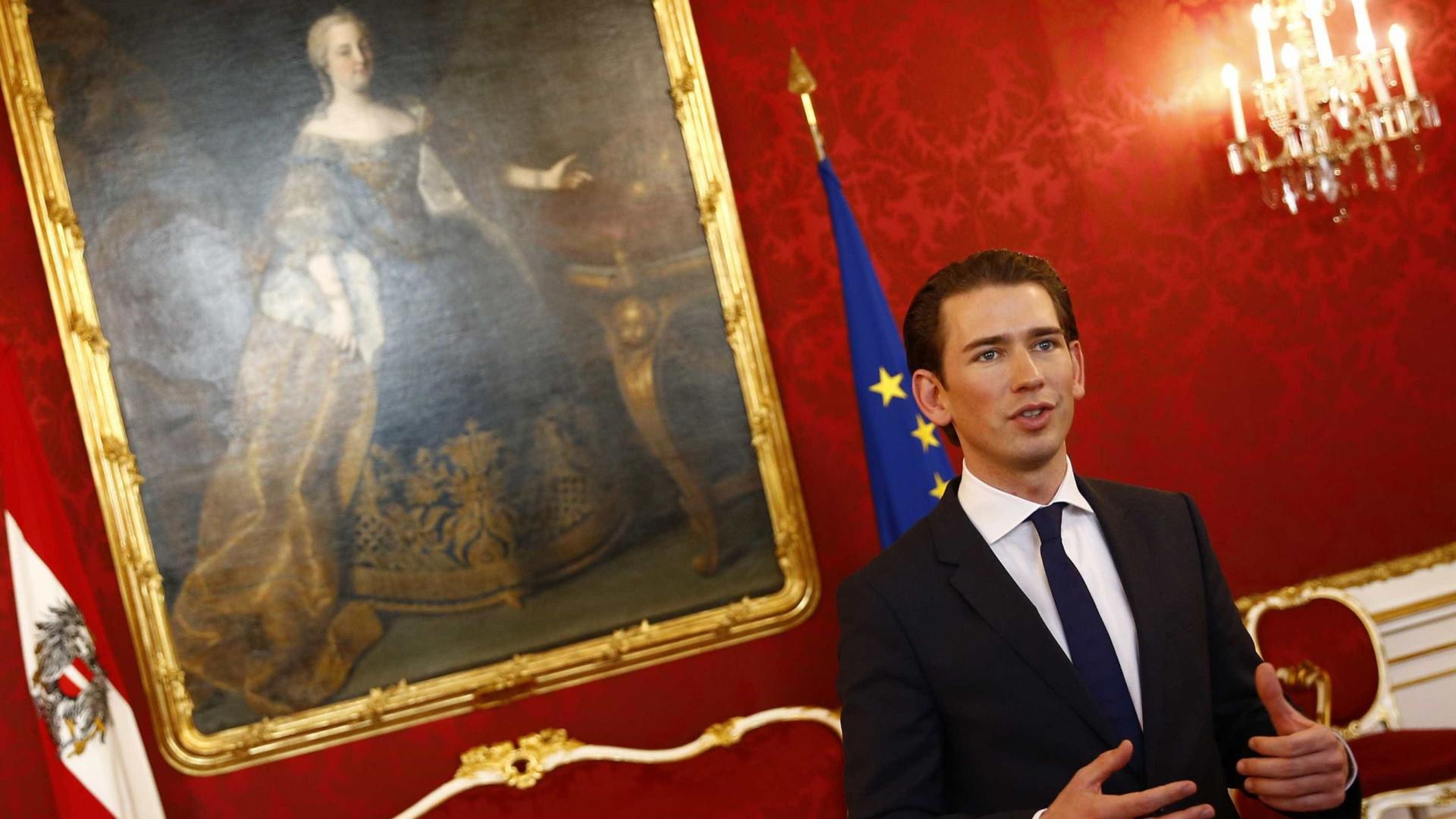 """Áustria expulsa imãs e fecha mesquitas numa luta contra """"islão político"""""""