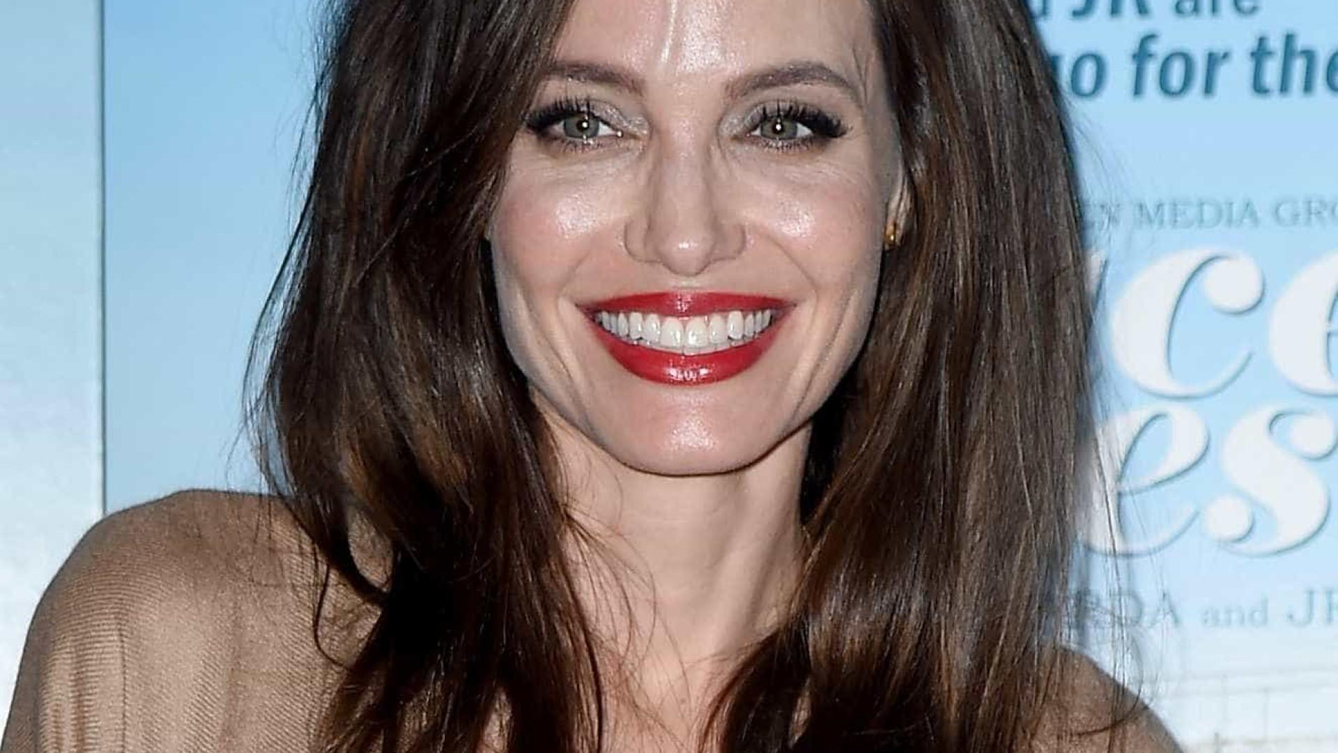 Atriz que interpretou Angelina Jolie adolescente seria nova paixão de Brad Pitt