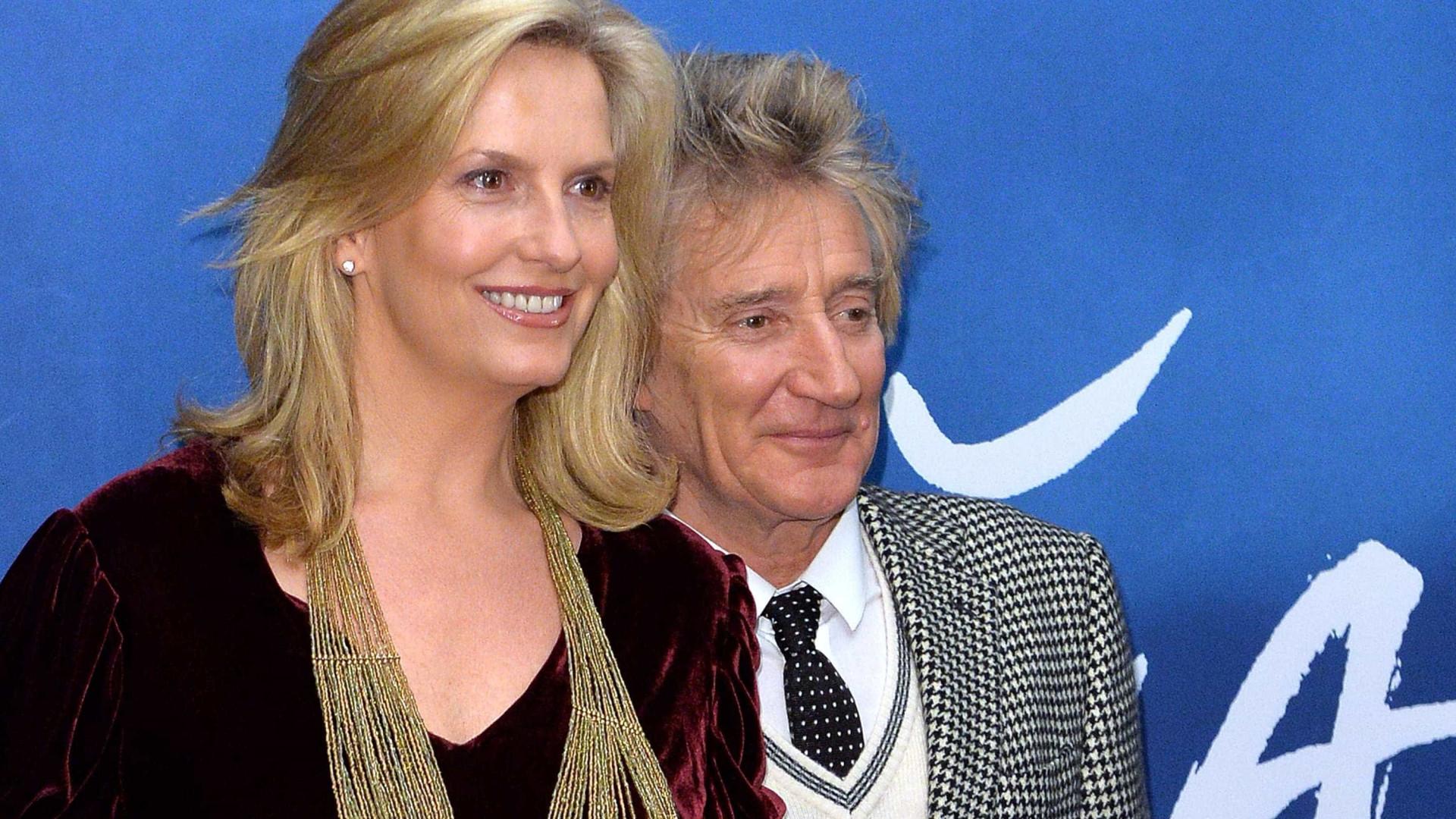 Mulher de Rod Stewart 'confessa' ter 'fraquinho' por príncipe Carlos