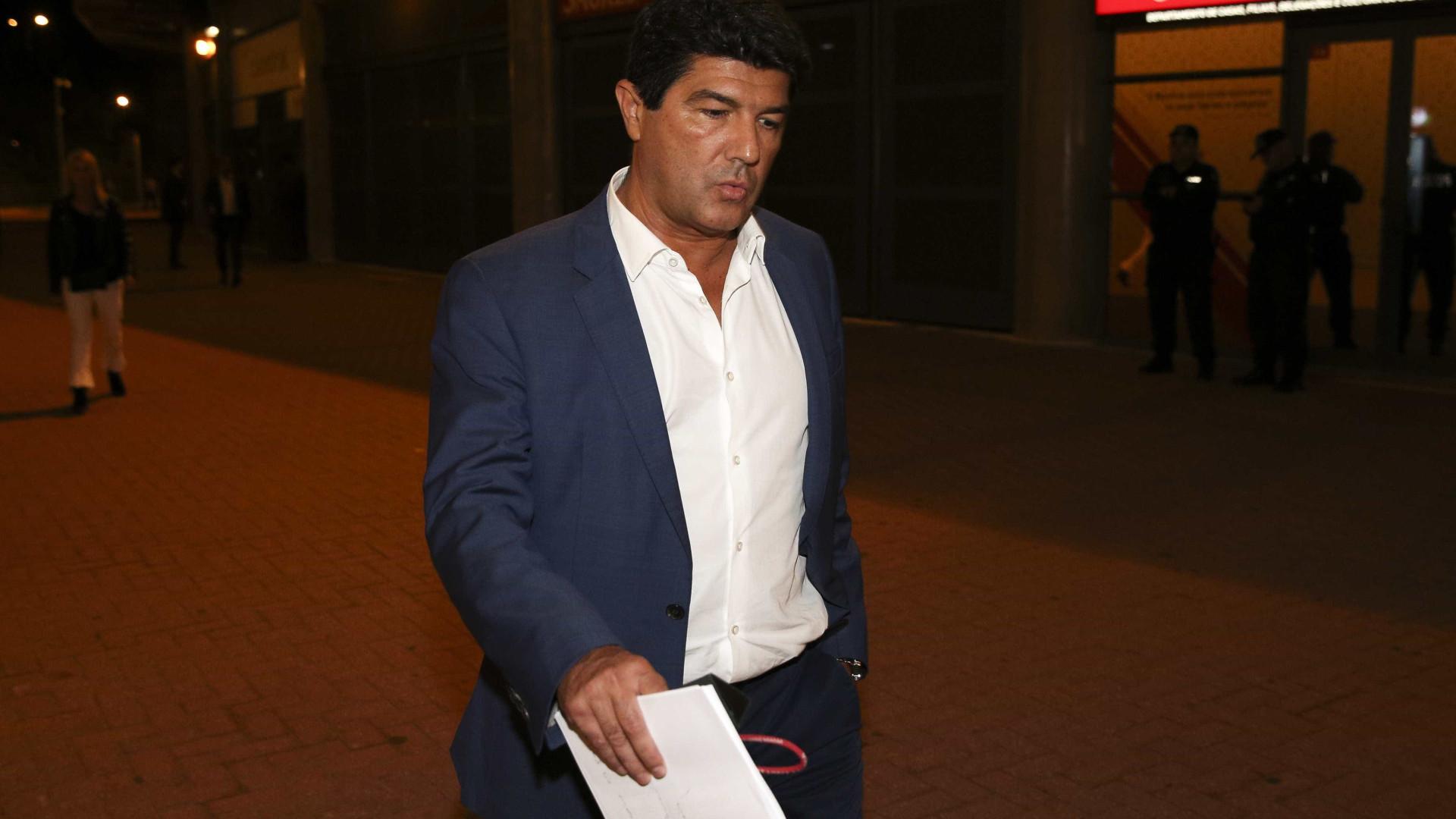 Luís Bernardo suspenso e multado pela FPF